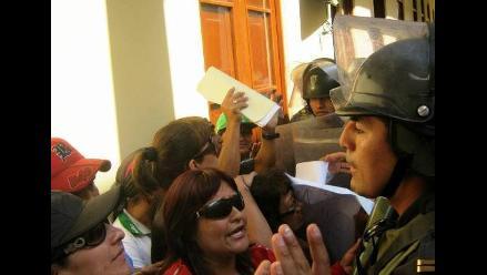 Con gas pimienta desalojan a manifestantes en municipio de Chiclayo