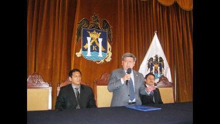 César Acuña prometió entregar una obra por mes en Trujillo