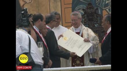 Monseñor Miguel Irizar condecorado en el Grado de Gran Cruz en Callao