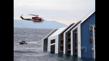 Crucero Costa Concordia a punto de hundirse en el océano de Italia