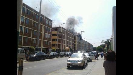 Santiago de Surco: Incendio en edificio alarma a vecinos