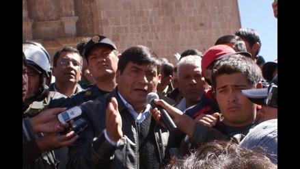 Transportista compra kits para revocar al presidente regional de Puno