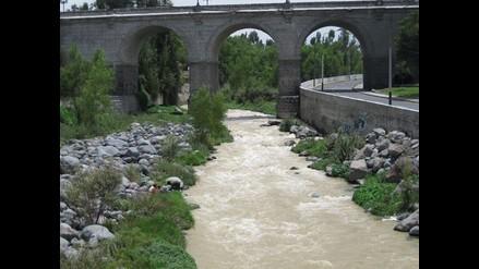 Arequipa: Refuerzan defensas ribereñas del río Chili
