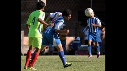 Salvador Cabañas jugó fútbol tras ser presentado en el club 12 de Octubre