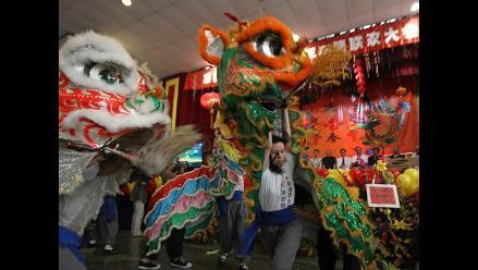 Expectativa por la llegada del Año del Dragón en el Barrio Chino