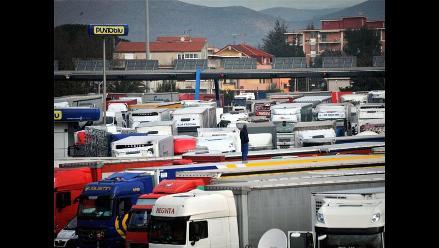 Miles de camioneros en huelga generan tráfico en todo Italia