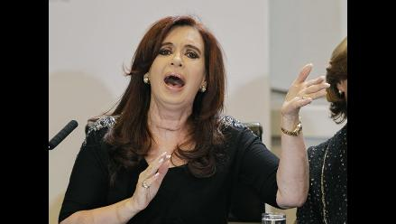 Cristina Fernández retoma funciones con herida visible en el cuello