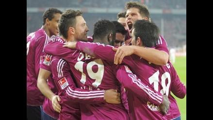Schalke de Jefferson Farfán goleó al Colonia 1-4 y lidera la Bundesliga