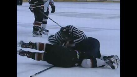 VIDEO: una brutal pelea entre jugadores de hockey sobre hielo