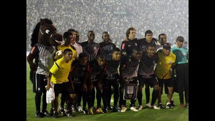 Alianza Lima presenta a su plantel 2012 con la sorpresa de Donny Neyra