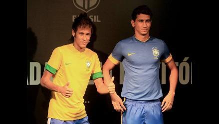 Neymar y Ganso presentaron la nueva camiseta de la selección de Brasil