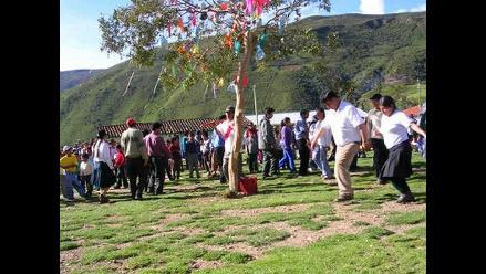 Poblaciones andinas celebran carnavales sin agua