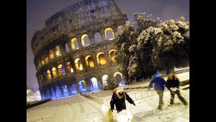 Cierran el Coliseo por nieve que cubre Roma