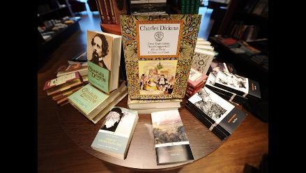 Londres rinde tributo a Dickens por bicentenario de su nacimiento