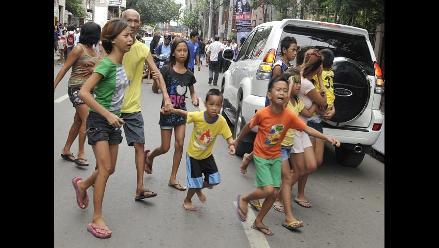 Pobladores aterrados tras fuerte sismo que azotó Filipinas