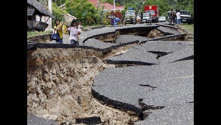 Viviendas y carreteras de Filipinas destruidas tras terremoto
