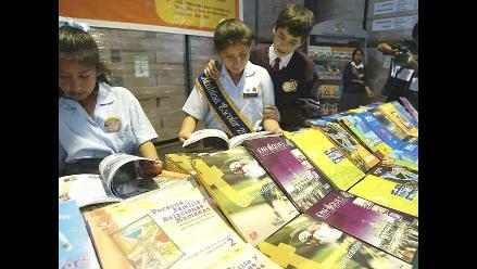 Venden textos escolares desde 10 soles en jirón Amazonas