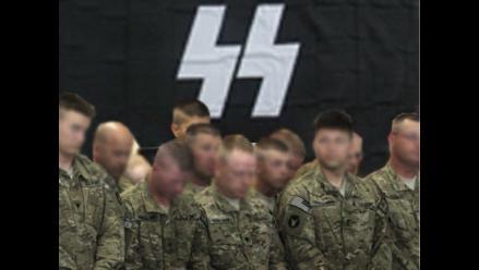 Hallan fotografía de marines de EEUU que posan ante símbolo nazi