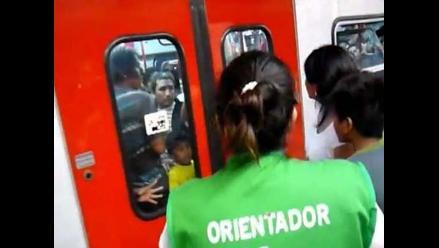 Madre dejó a su hijo al interior del tren eléctrico