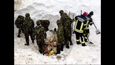 Intensifican búsqueda de desaparecidos en avalancha que golpeó Serbia