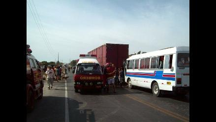 Pisco: Triple choque entre auto, tráiler y cúster deja 5 heridos