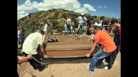 Entierran a dos reos, víctimas del incendio del penal hondureño