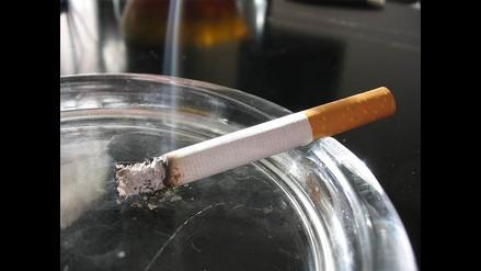 Proponen que vecinos se unan para prohibir fumar en sus edificios