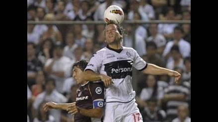 Olimpia, con Renzo Revoredo, venció 2-1 al Lanús en la Libertadores