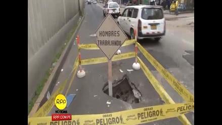 La Victoria: forado crea congestión vehicular en la avenida Aviación
