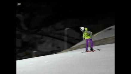 Conoce a Anders Backe, el nuevo record guinness en esquí de espaldas