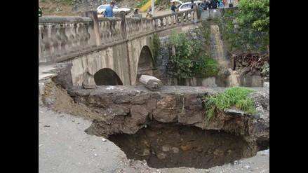 Puente colonial de Andahuaylas en riesgo de colapsar por crecida de río