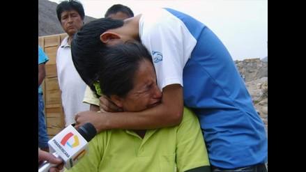 Familiares piden a PNP pronto rescate de mineros en Jicamarca