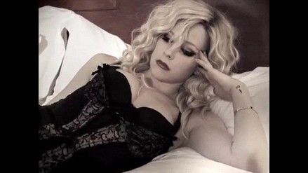 Avril Lavigne revela su sensualidad en nuevo video ´Goodbye´