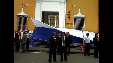 FOTOS: Estrado se desploma en ceremonia de aniversario de Trujillo