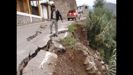 Autoridades deben indemnizar a afectados por pistas en mal estado