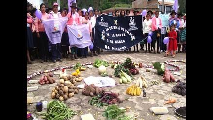 Campesinas muestran su producción agraria en Andahuaylas