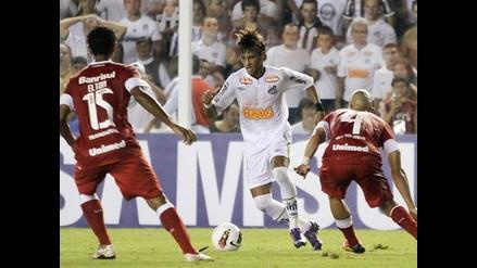 Santos venció 3-1 al Inter de Porto Alegre con goles de Neymar