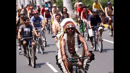 Lo mejor de la carrera Ciclonudista Lima 2012