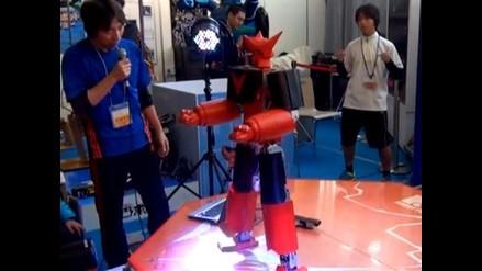 Muestran robot japonés controlado por el cuerpo
