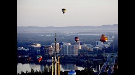 Gigantescos y coloridos globos sobrevolaron Australia