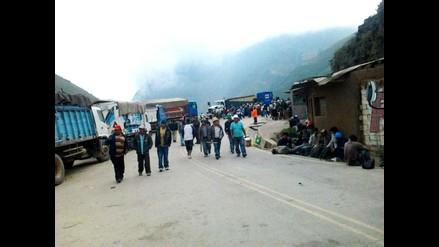 La Libertad: Continúa bloqueo de vía por parte de mineros informales