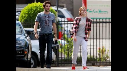 Emma Watson fue captada feliz junto a un misterioso galán
