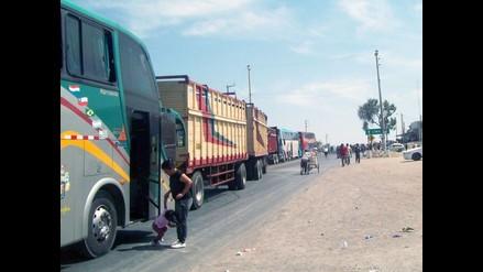 Cerca de 900 ómnibus interprovinciales paralizados en Nasca y Huarmey