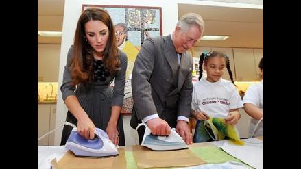 Kate Middleton y Carlos de Gales demuestran habilidad con la plancha