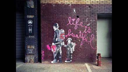 Exagente de la CIA publica su primer libro de fotografía de arte callejero