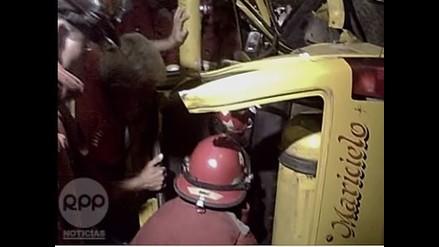 Arequipa: Conductor ebrio se estrella contra puestos en mercado