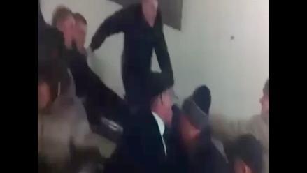 Hinchas del CSKA y Spartak se agarran a golpes en escalera mecánica