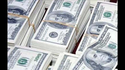 Lluvia de dinero paraliza tránsito en autopista estadounidense