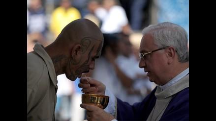 Peligrosos pandilleros asisten a misa en penal salvadoreño