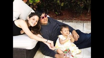 Jaime Bayly celebra el primer año de su pequeña Zoe vía Facebook